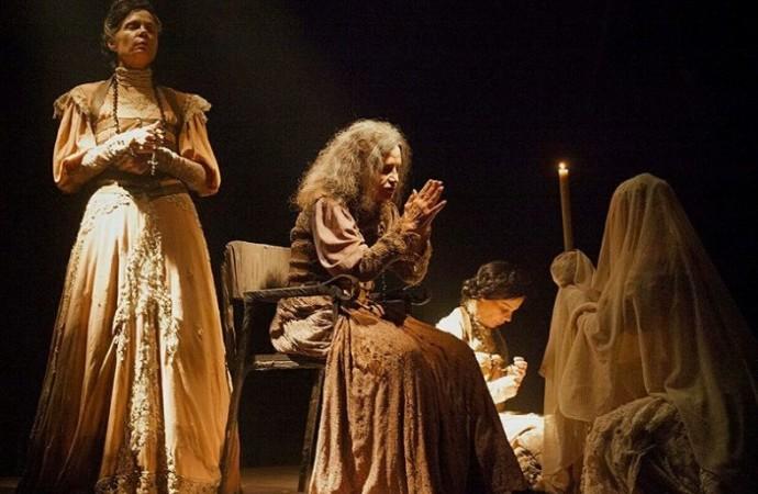 Teatro de arena será erguido para receber o espetáculo Dorotéia em Uberlândia