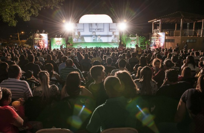 Três mil pessoas prestigiaram a 4ª edição do Cine Família na Praça