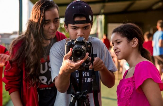 Sessenta crianças realizam mostra audiovisual nos bairros Jardim Holanda e Shopping Park em Uberlândia