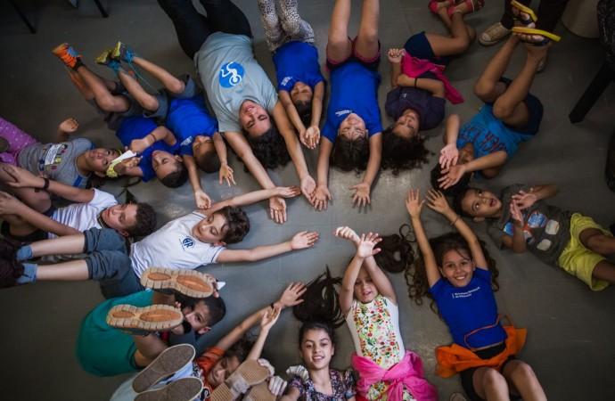 De 18 a 26/10 tem espetáculos gratuitos com crianças do EMCANTAR Social em Uberlândia