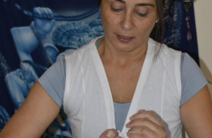 Terapeuta em Reflexologia dá dicas de como cuidar dos próprios pés