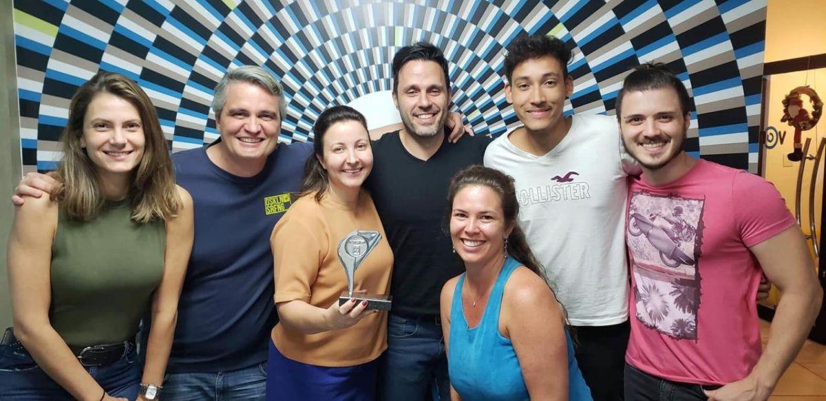 Equipe do Quinta Alto Umuarama recebendo prêmio no Festgraf 2018