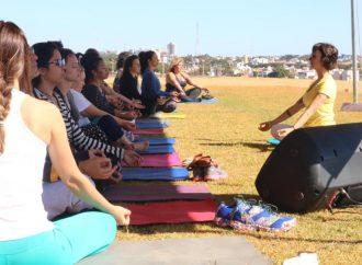 Semana Internacional do Yoga teve início neste domingo (16)